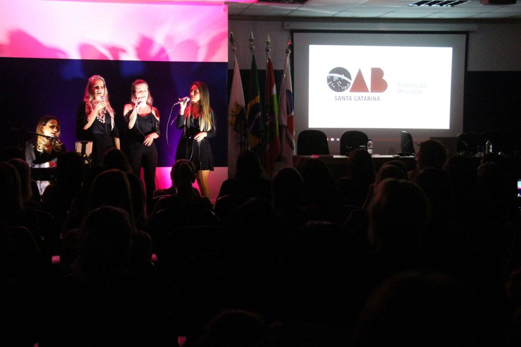 Outubro Rosa da OAB Brusque reúne grande público