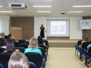 Presidente da Comissão da Mulher Advogada palestra em evento às mulheres