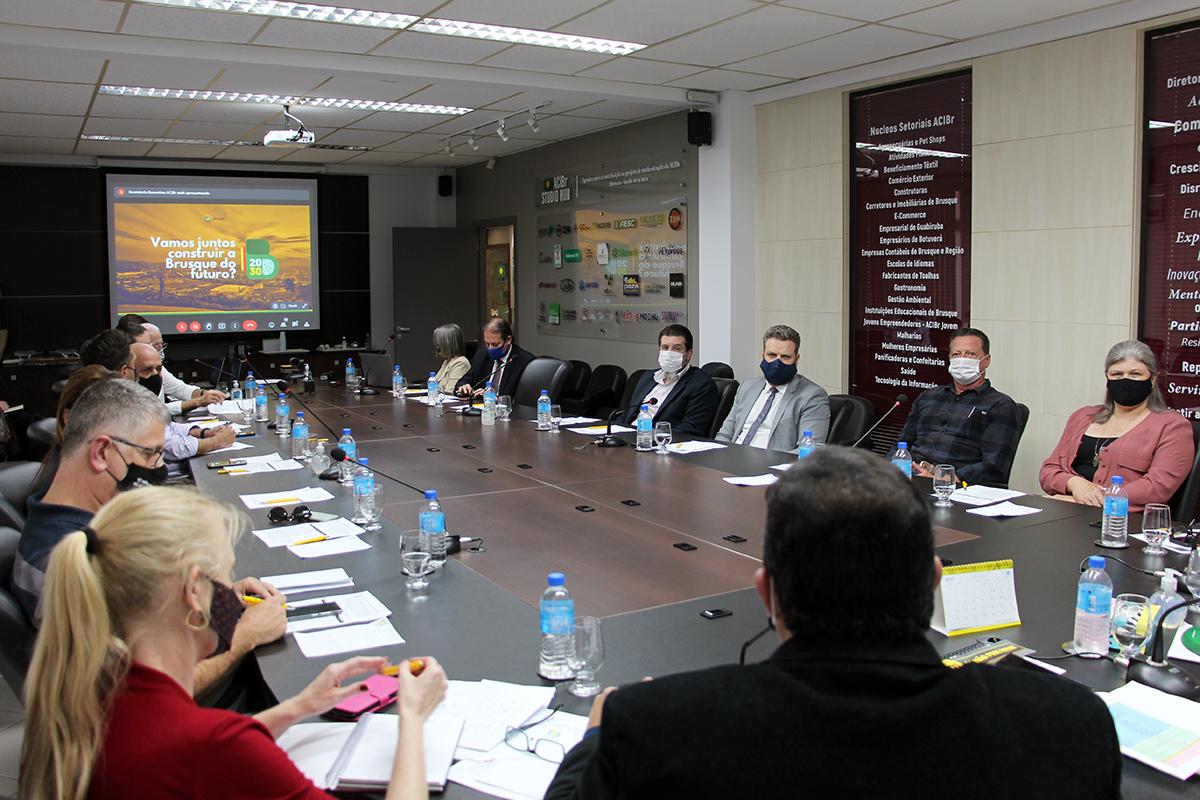 """OAB de Brusque conhece projeto """"Brusque 2030"""" em reunião do Conselho das Entidades"""